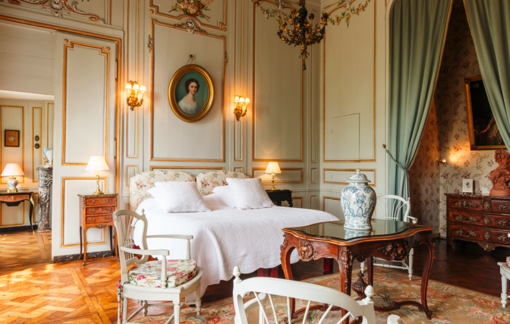 Accommodation in privately owned chateaux Finding France